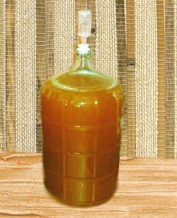 Бутыль с абрикосовым вином