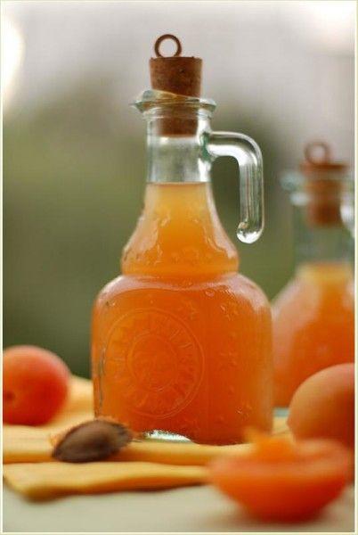 Графин с абрикосовым вином