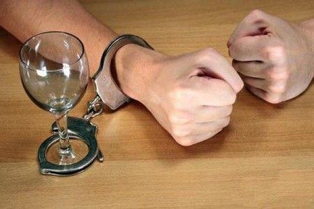 Алкоголизм – это болезнь или социальная распущенность?