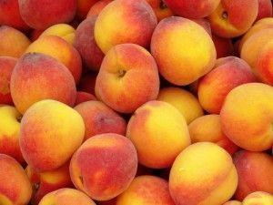 Ароматный и густой персиковый сок
