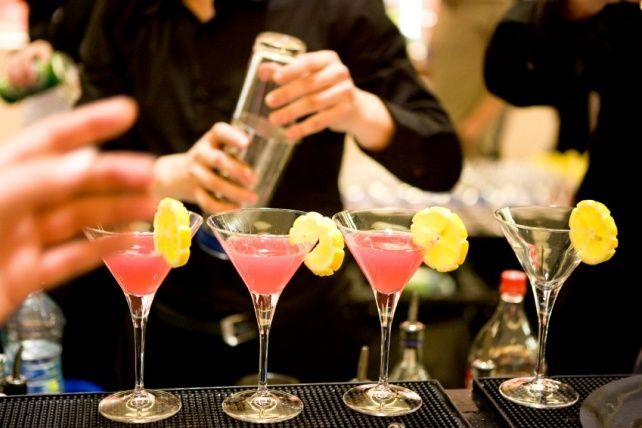 Бары с лучшими акциями на алкоголь