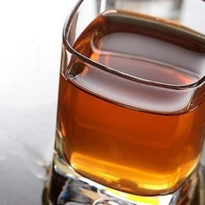 виски из самогона в стакане