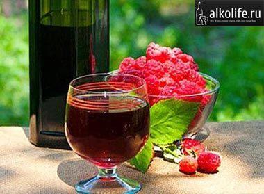 Maline vino iz steklenice Fotografija