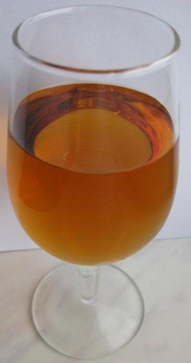 фото готового самодельного вина из сухофруктов