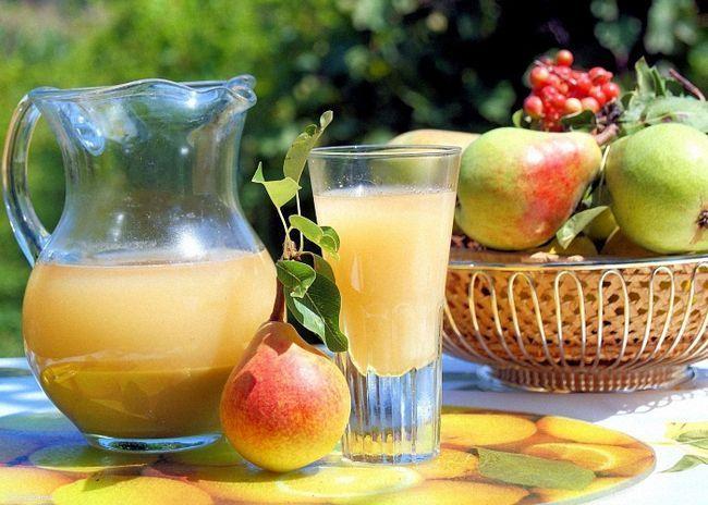 Подавать грушевый сидр охлажденным с фруктами