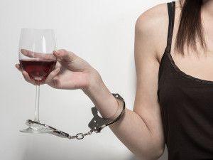 Характерные стадии алкоголизма у женщин