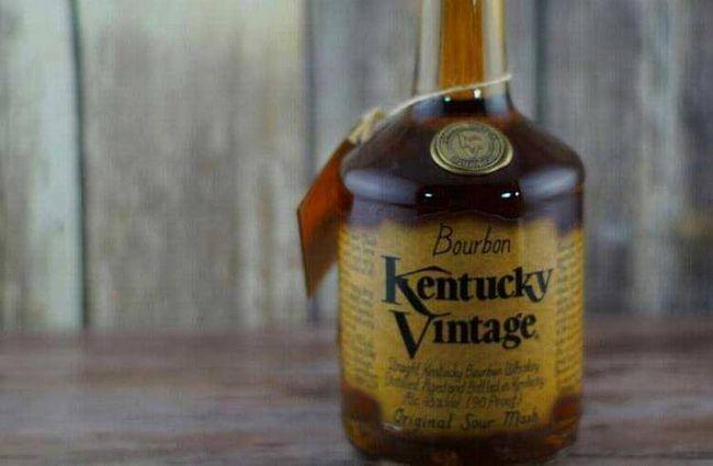 Kentucky Vintage от бутикового производителя Kentucky Bourbon Distillers (KBD) выдержан 17 лет. Для бурбона это очень солидный возраст.
