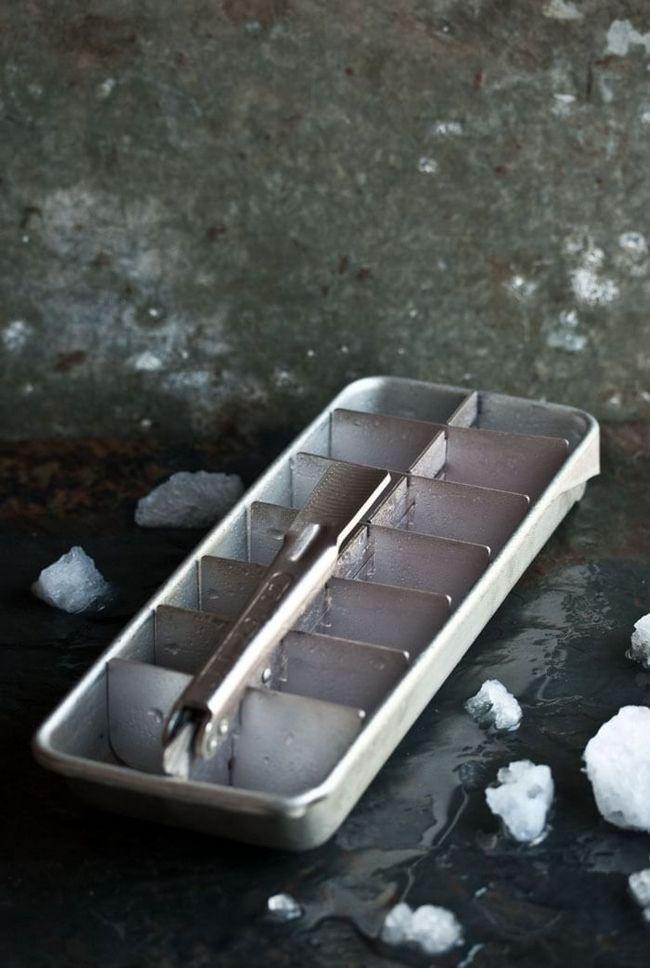 Лёд для Джин-тоника должен быть квадратным и хорошо замороженным.