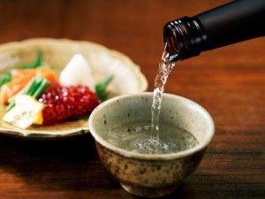 Japońska sake i pić koktajle oparte na nim