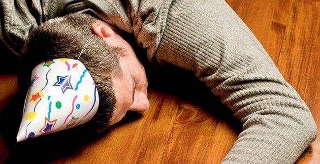 Как быстро спастись от похмелья в домашних условиях