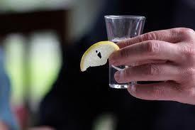 Cum de a bea tequila