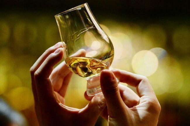 Как правильно пить виски — когда нужно не ртом, а с умом