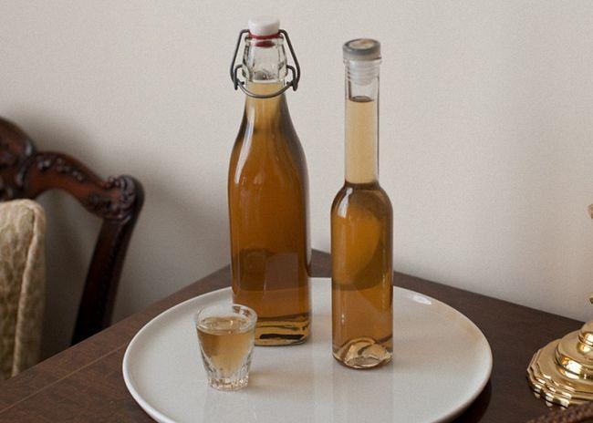 Имбирную водку процедить и перелить в бутылку