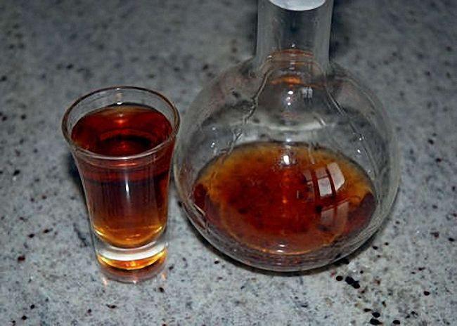 Кедровую настойку на водке процедить