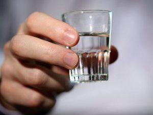 Как следует правильно пить водку, чтобы не тошнило?