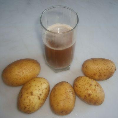 Картофелины и стакан картофельного сока