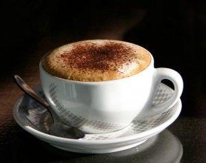 Mokachino kawy przy biurku