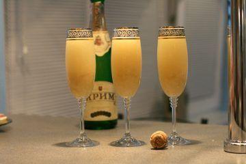 Cocktail champagne s broskví šťávou