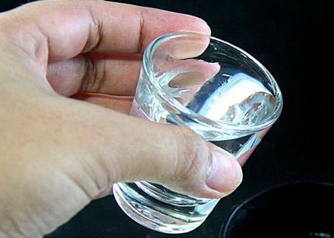 Наливать алкогольные напитки слоями
