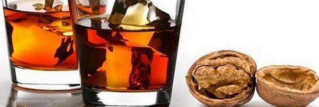 Колитесь, греки! Как сделать настойку из перегородок грецкого ореха?