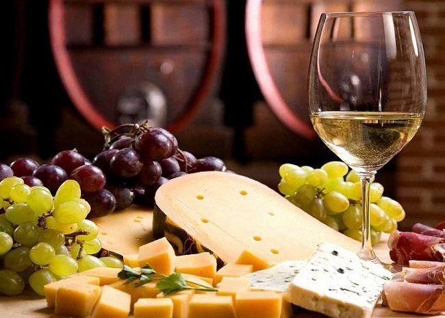 Белое сухое домашнее виноградное вино