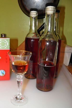Чайный ликер, приготовленный в домашних условиях по классической методике.