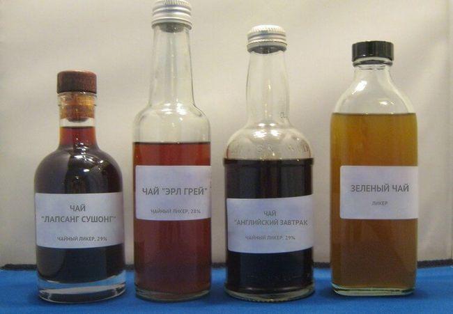 Ликеры из разных видов чая: Лапсанг Сушонг, Эрл Грей, Английский завтра и обычный зеленый.