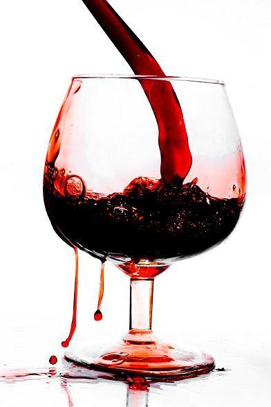 foto granátového jablka vína ve sklenici