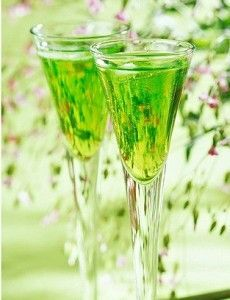 бокалы с зелёным коктейлем