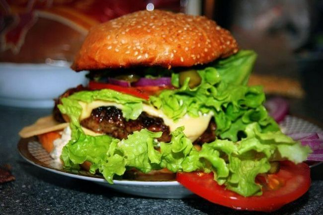 Макдоналду не по зубам — рецепт настоящего гамбургера с говядиной
