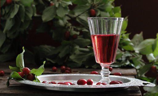 Настойка из черемухи на водке: лечебные и застольные рецепты