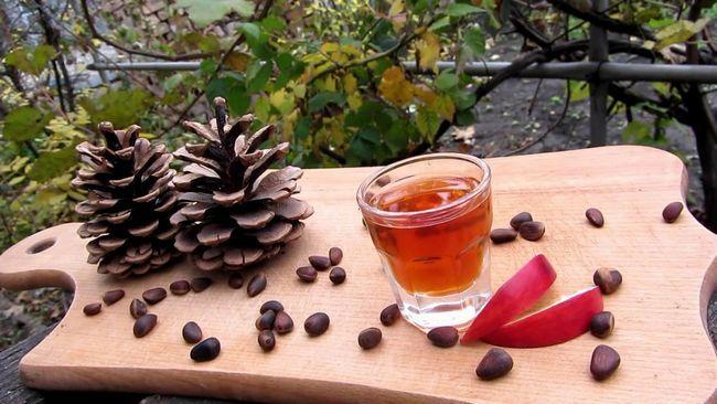 Настойка на кедровых орехах на водке