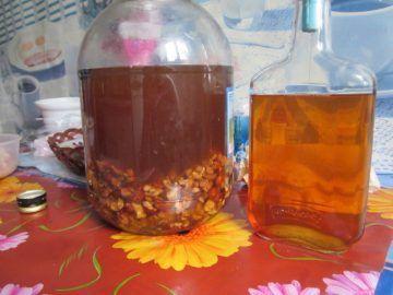 Настойка на самогоне и грецких орехах. Спиртовая настойка на перегородках грецких орехов