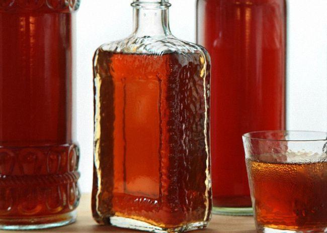 Настойку процедить и перелить в чистые бутылки