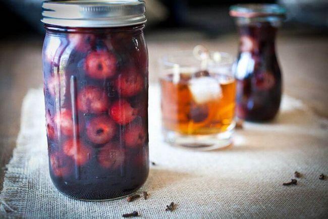 Настойки вишневые домашнего приготовления
