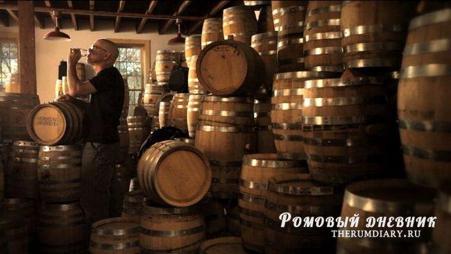 Выдержка виски и коньяка в бочках, доля ангелов