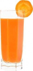 стакан с морковным соком