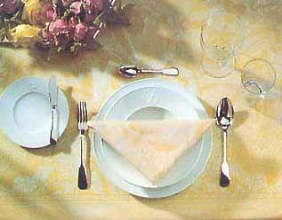 фото стола перед подачей вина