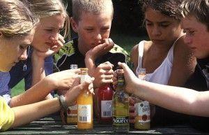 Детский организм переносит спиртные напитки гораздо хуже, чем взрослый. Разрушение клеток головного мозга приводит к умственной отсталости, ухудшению зрения