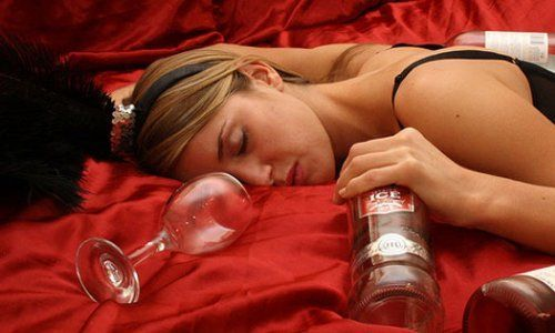 Четыре стадии хронического алкоголизма у женщин