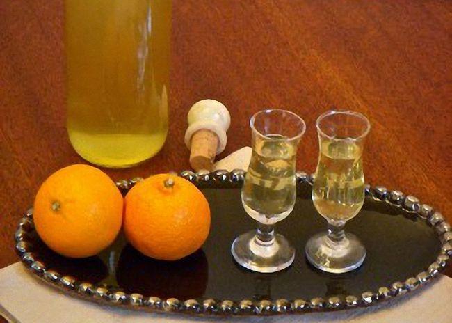 Likier z kawy i pomarańczy podawane schłodzone