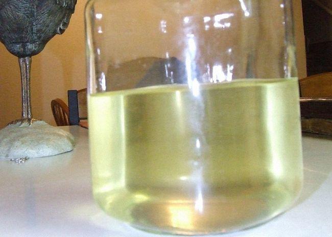 Залить измельченный анис водкой