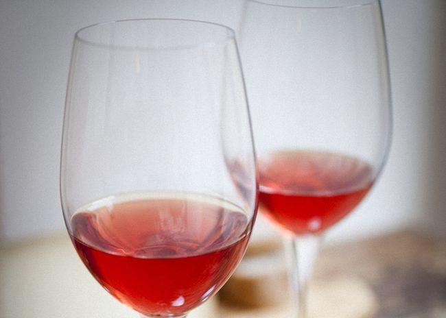 Рецепты, как приготовить домашнее вино из шиповника