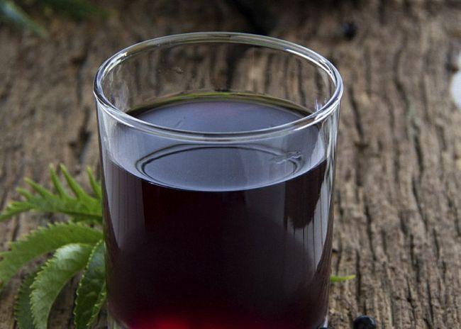Švestkové víno s rozinkami