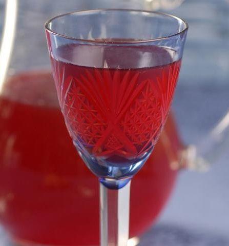фото самодельного клубничного ликера