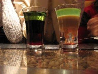 Две рюмки с коктейлями