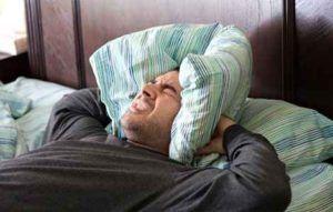 Похмелье может сопровождается сильной головной болью и ломотой в костях
