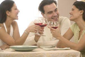 Женщины быстро пьянеют и спиртное из организма хуже выветривается