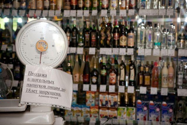 Со скольки лет можно продавать и пить алкоголь?