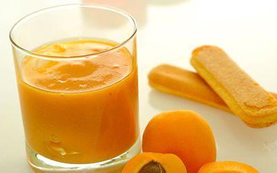 Стакан абрикосового сока